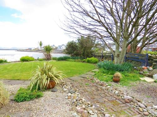 hotel garden, bowmore