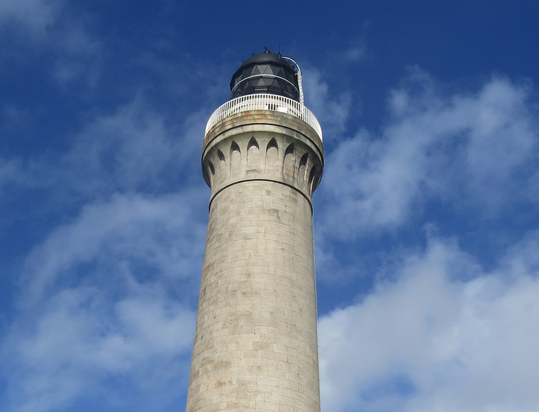 egyptian-motif-on-lighthouse